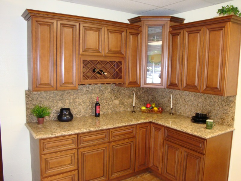 kitchen cabinet oak honey cabinets designs photos kerala light brown granite countertops patch tilek backsplash