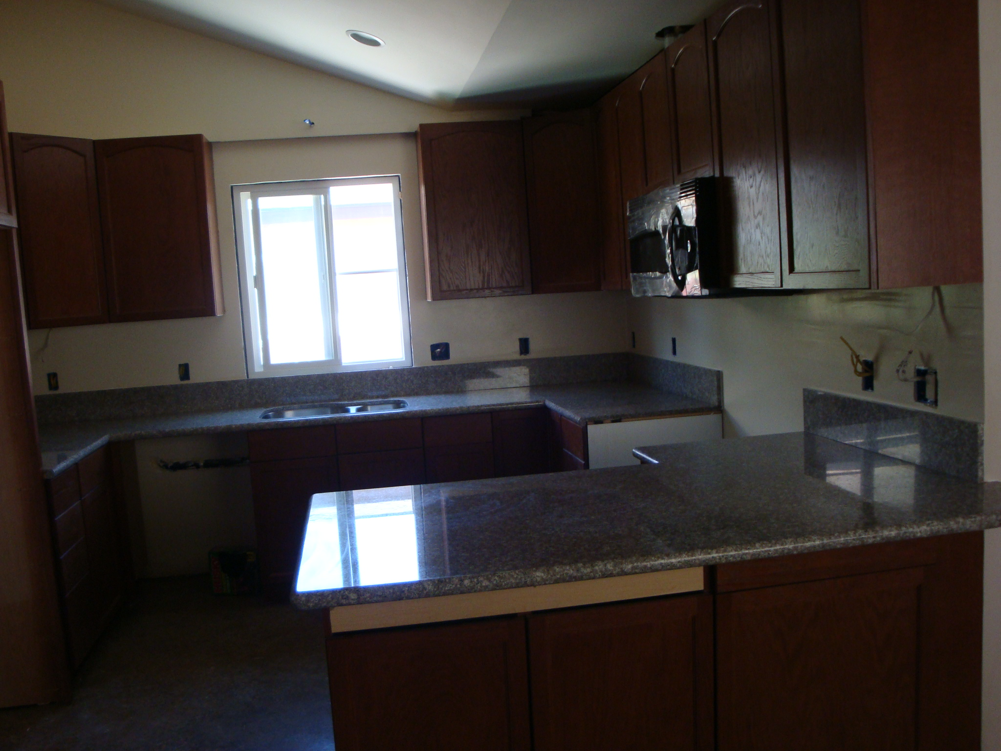 Bainbrook Brown Granite Counter Tops | Santa Clarita