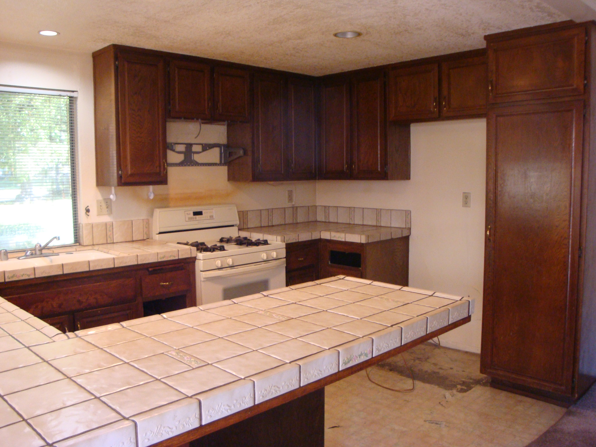 White Shaker Cabinets & Emerald Pearl Granite Counter Tops | Santa Clarita