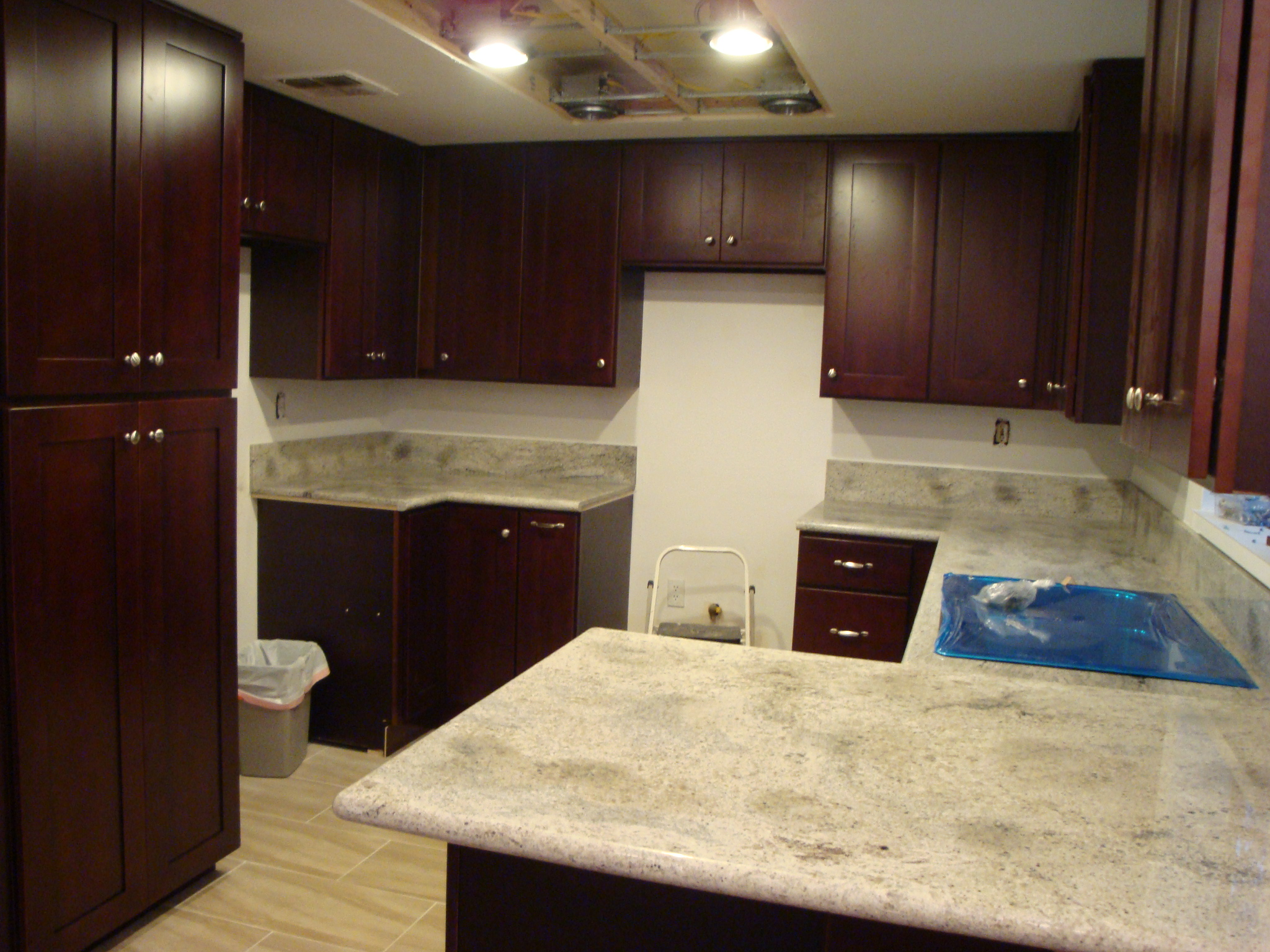 Cherry Shaker Cabinets & Kashmir White Granite Counter Tops | Santa Clarita