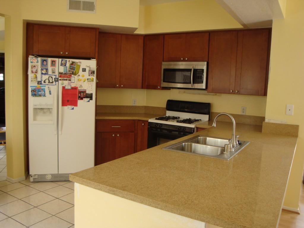 Cinnamon Shaker Cabinets & Gold Sand Quartz Counter Tops | Santa Clarita