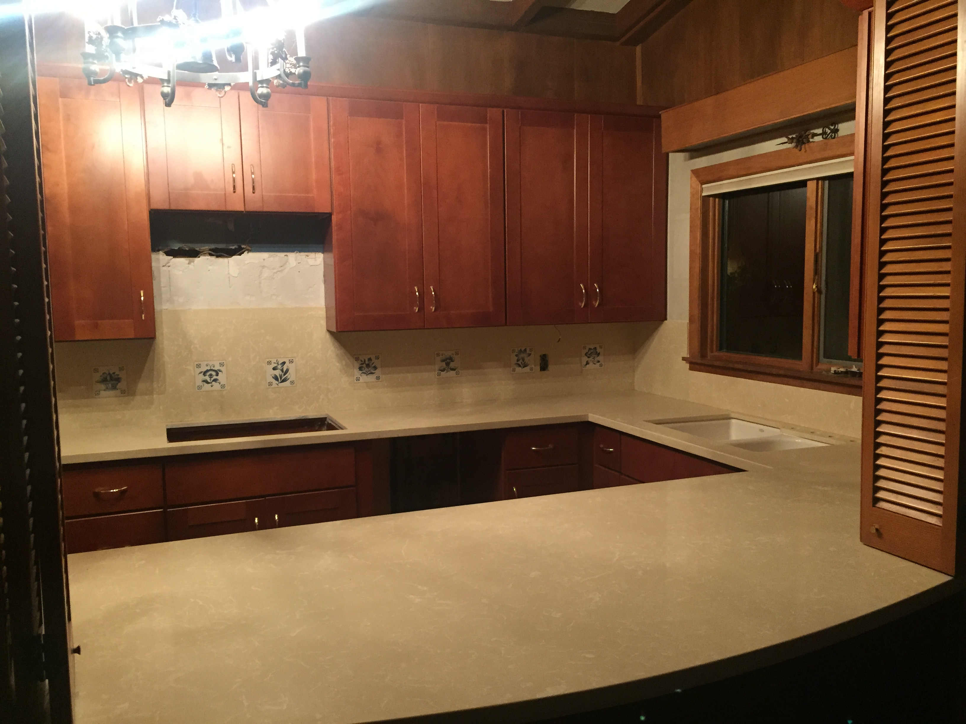 Kitchen Cinnamon Shaker Cabinets & Crema Marfil Quartz Counter Tops | Palmdale