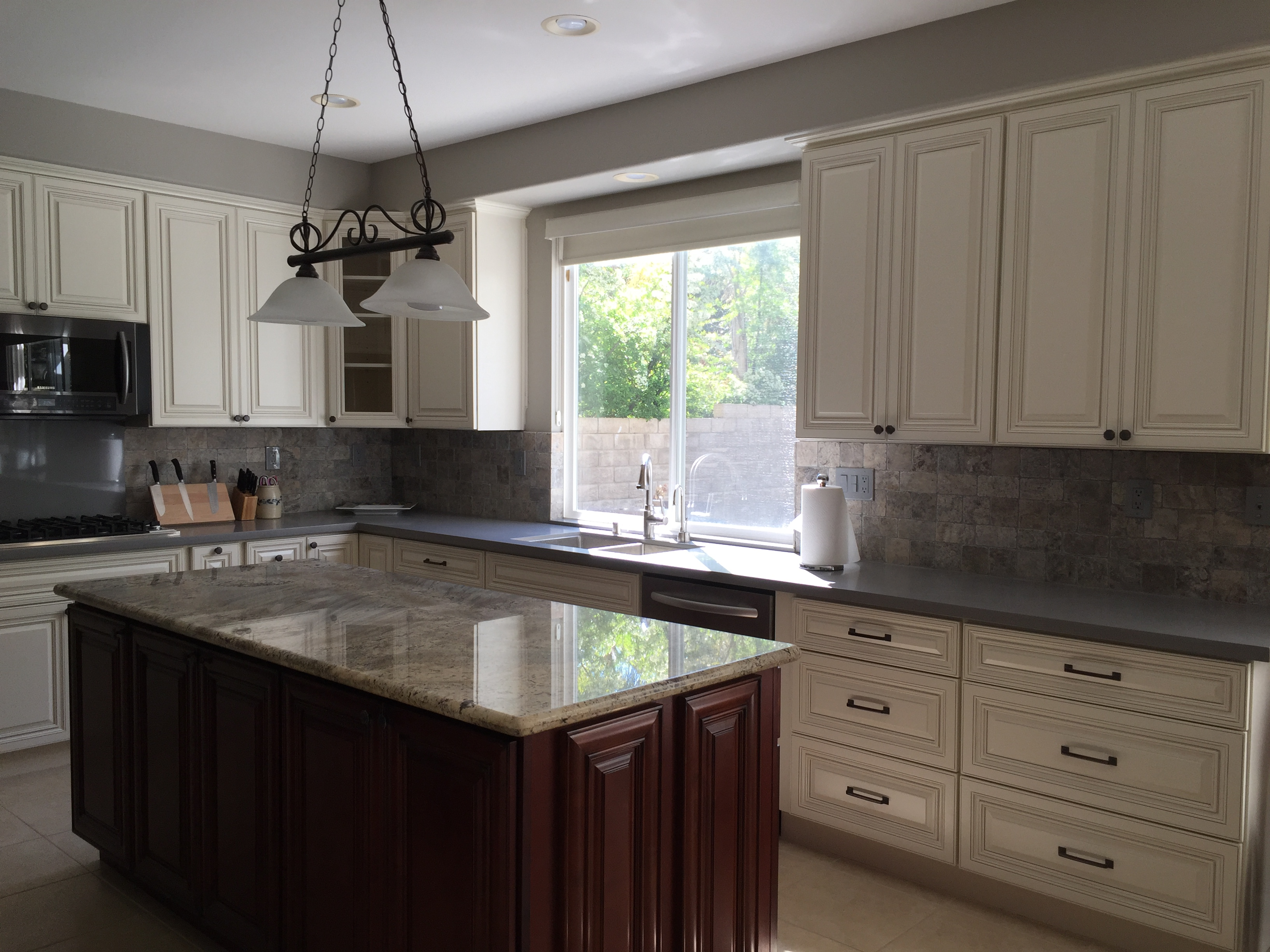 Antique White Cabinets Granite & Quartz Countertops
