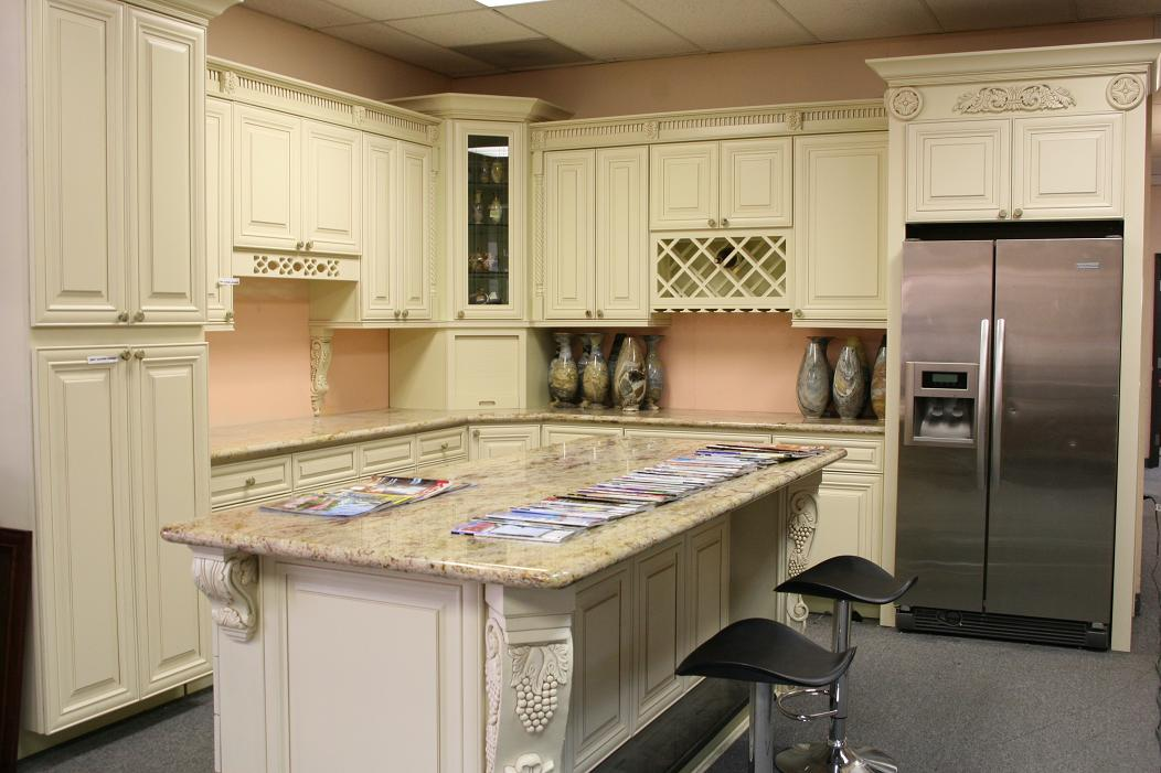 cream glazed kitchen cabinets pictures cabinets colors amp styles for kitchen countertops doors 14213